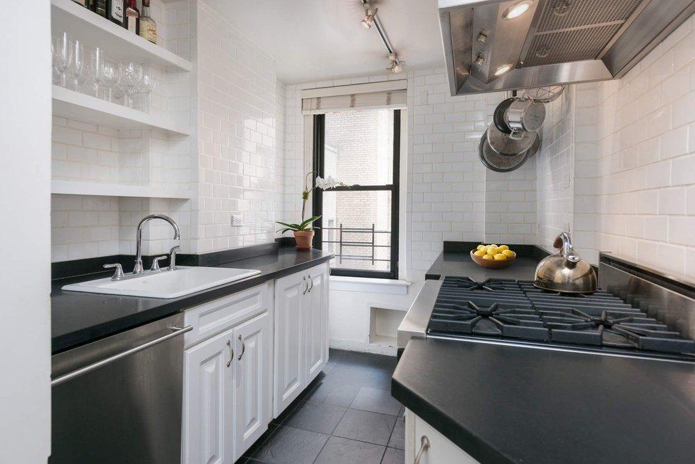 Luxury Real Estate NYC_Michele Llewelyn_70 EAST 96TH STREET APT 2D_1.jpg