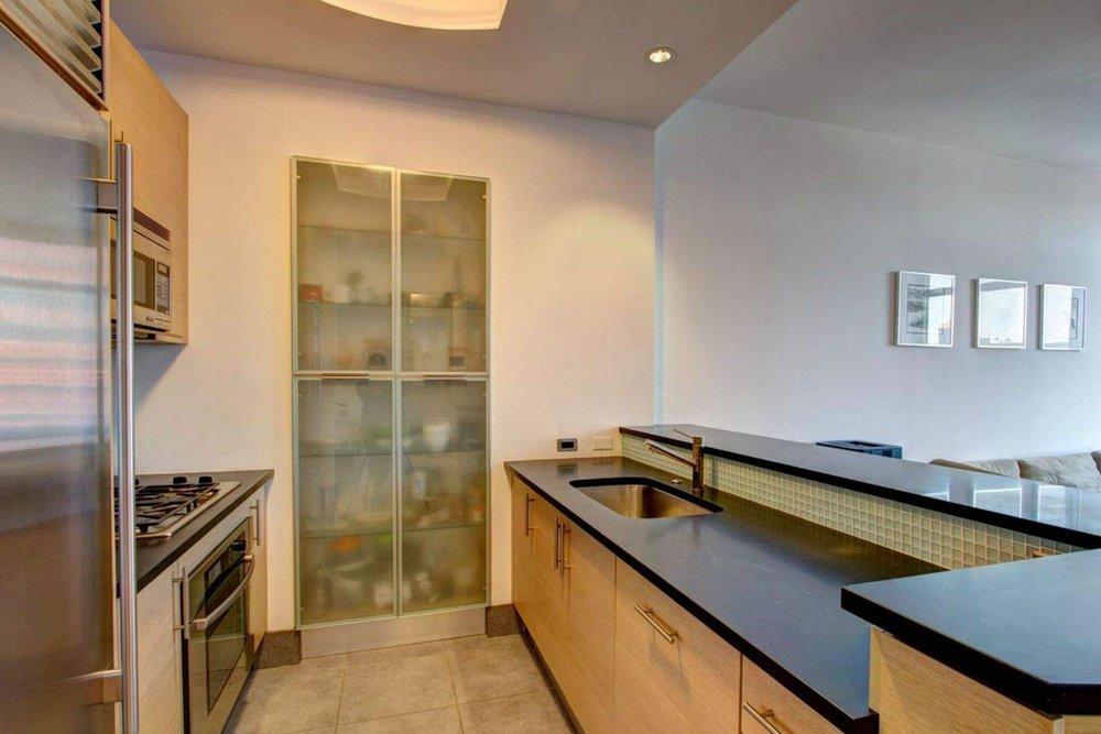 Luxury Real Estate NYC_Michele Llewelyn_200 EAST 32ND STREET APT 27D_2.jpg