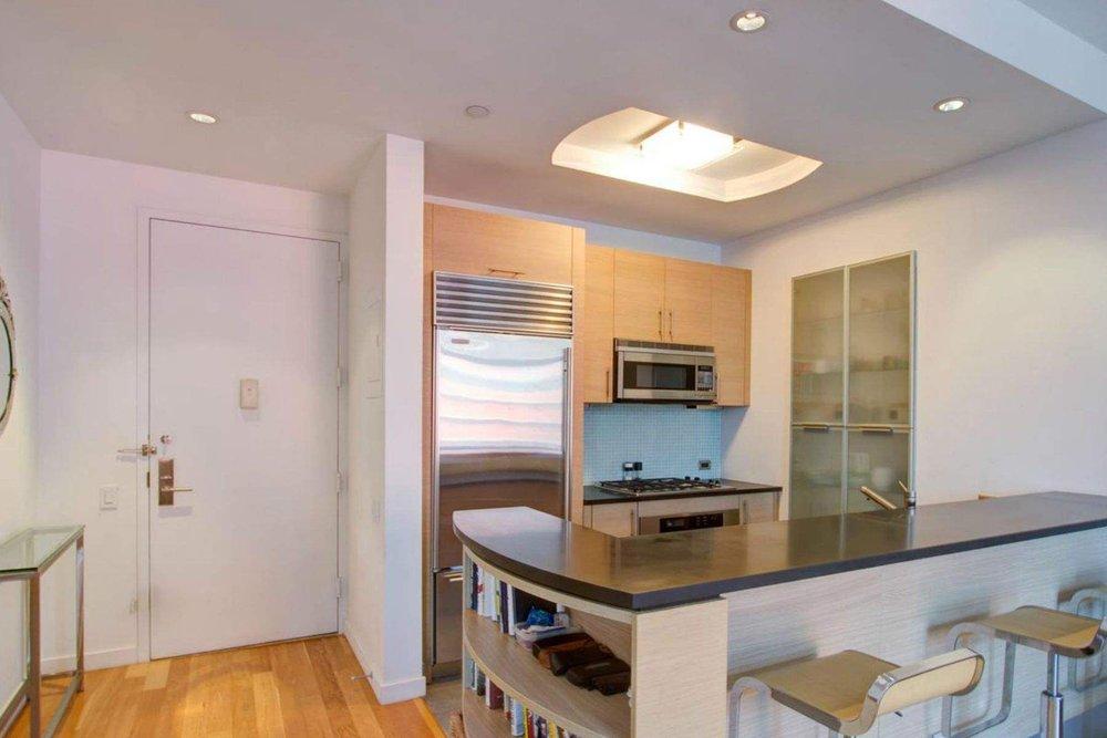 Luxury Real Estate NYC_Michele Llewelyn_200 EAST 32ND STREET APT 27D_4.jpg