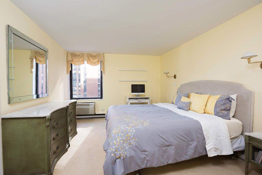 Luxury Real Estate NYC_Michele Llewelyn_200 EAST 32ND STREET APT 27D_5.jpg