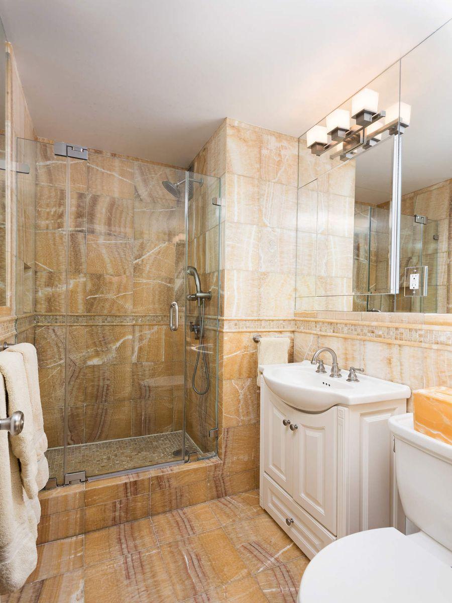 Luxury Real Estate NYC_Michele Llewelyn_200 EAST 32ND STREET APT 27D_12.jpg
