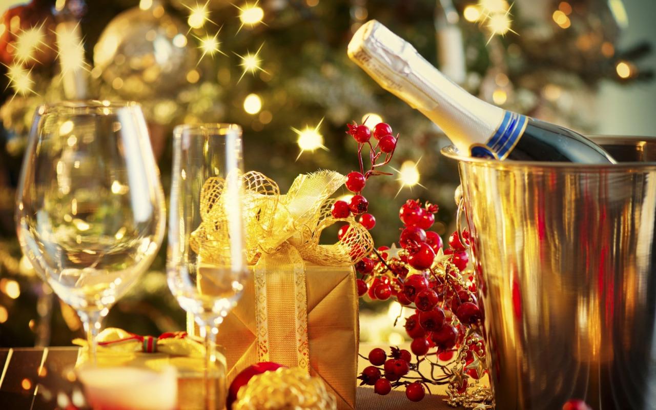 Brindisi di Natale   18 dicembre     Carissimi Slow Fooders,          Sta arrivando il Natale e abbiamo pensato di ritrovarci per un brindisi degli auguri, Giovedì 18 dicembre alle ore 20.30 presso il nuovo Fraccaro Café in Via Circonvallazione Ovest 25/27 a Castelfranco Veneto.        Sarà l'occasione per salutarci e fare due chiacchiere tra amici in maniera assolutamente informale, prima dell'anno nuovo!  Il Brindisi sarà offerto dalla Condotta e da Fraccaro Cafè, vi aspettiamo numerosissimi!!