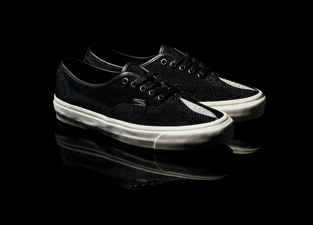 Vault by Vans Authentic LX Stingray Collection Angle2.jpg