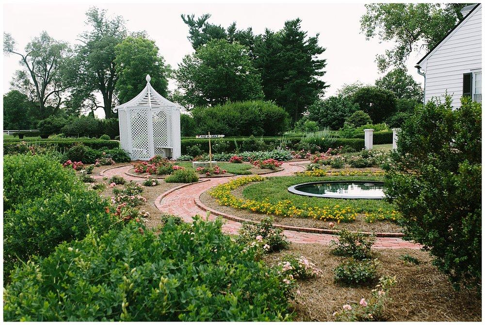 f.louisville.photographer.weddings.oxmoor.garden.estate-17.jpg