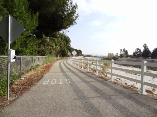 Look at how nice and flat this bike path adjacent to Calleguas Creek is!