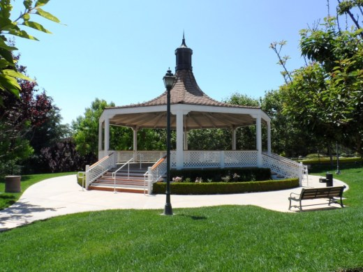 Since 2003, Gardens of the World has hosted a great Jazz Series on Sunday afternoons in August in this traditional American Bandstand area.