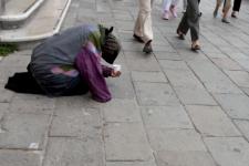 iStock_panhandler.jpg