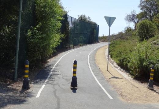 Entrance to Greenmeadow Avenue connector bike path in Thousand Oaks