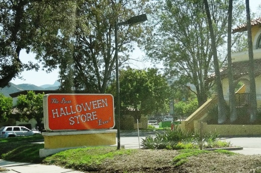 the best halloween store ever is returning again to thousand oaks