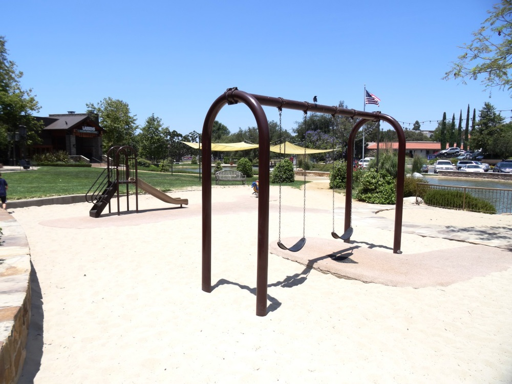 the little ones stay occupied at this small play area at the lakes at thousand oaks