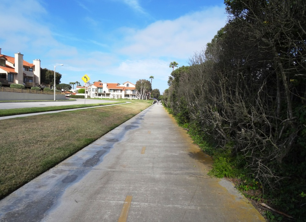 Soon after passing the hotel, the path swing east towards Harbor Boulevard