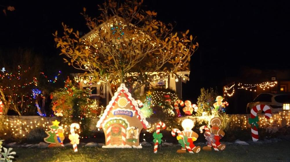 Christmas Tree Lane in Downtown Oxnard is a Fun ...