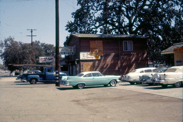 Harold's House of Omelettes and the Green Lantern Tavern at 1938 Thousand Oaks Boulevard (just west of the Thousand Oaks Civic Arts Plaza) in 1962. Photo Credit: Pat Allen via the Conejo Through the Lens collection maintained by the Grans R. Brimhall Library.