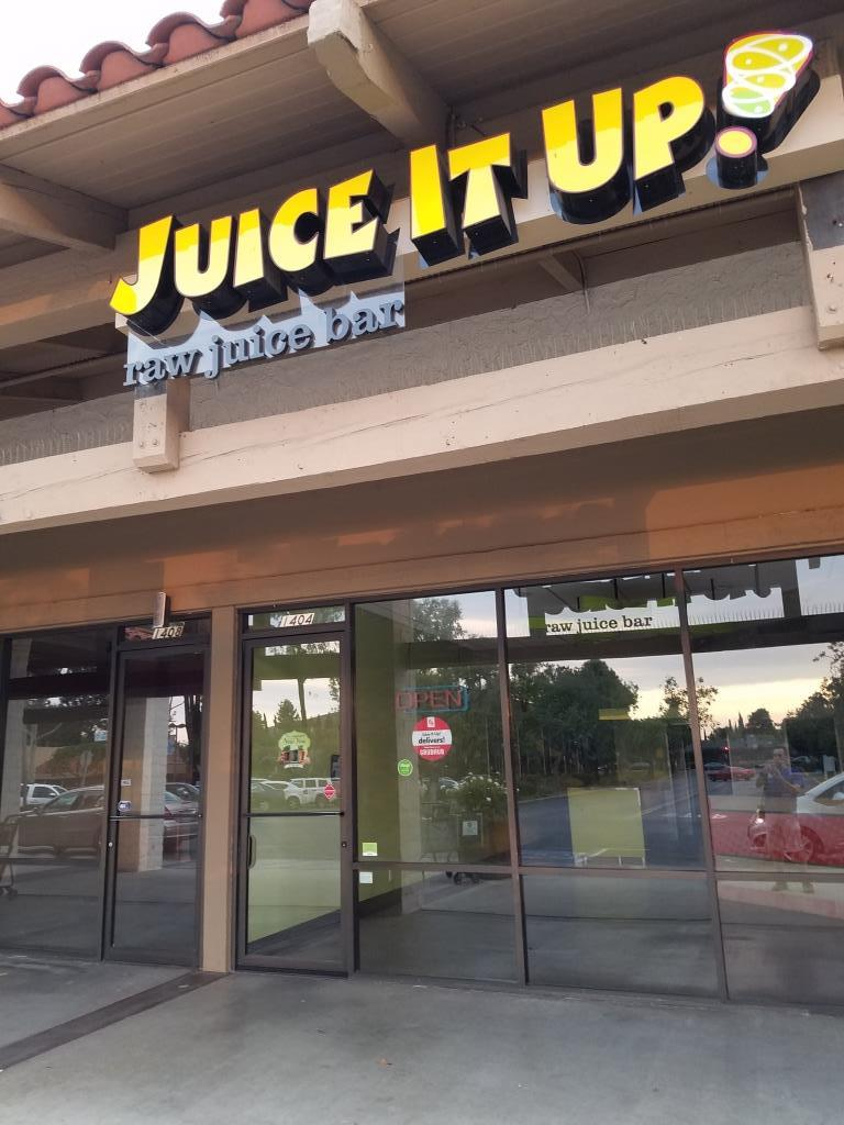 UPDATE August 2018: Juice It Up Thousand Oaks recently closed its doors. They must have just run out of juice, so to speak.