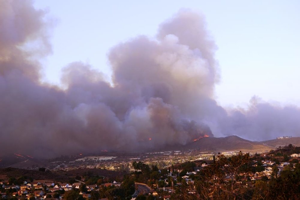 Hill Fire around 3:15pm on Thursday, Nov 8th, seen from west Los Robles Trail in Newbury Park.