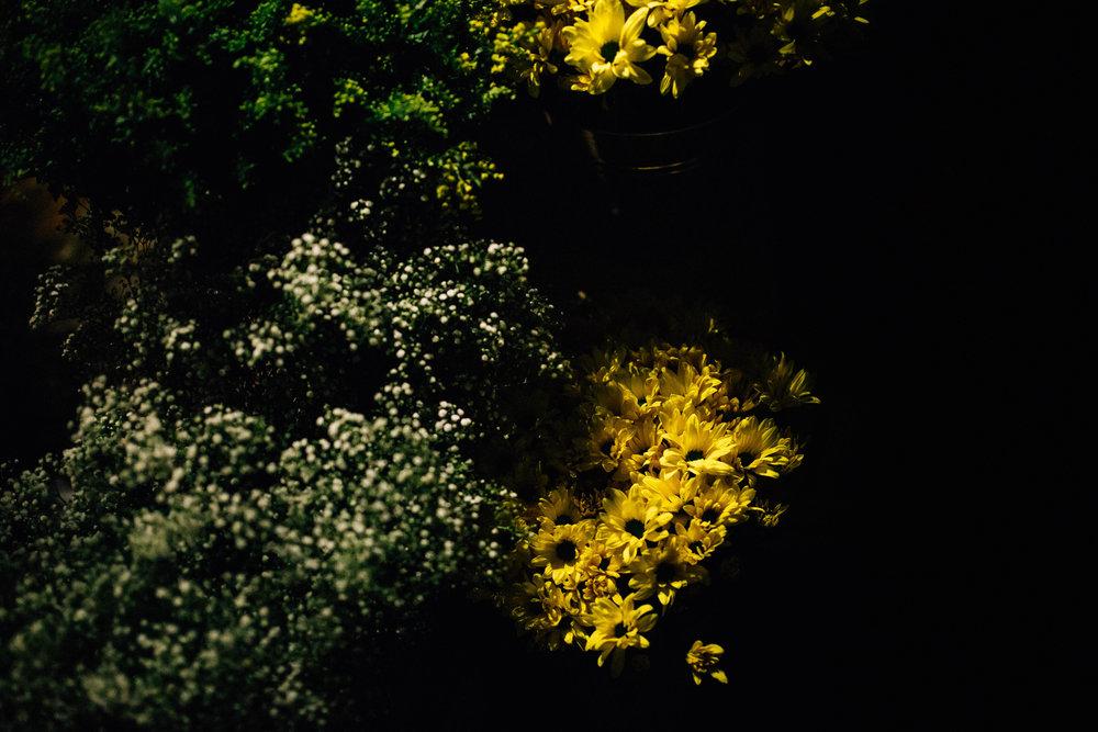 סידור פרחים בחתונה.jpg