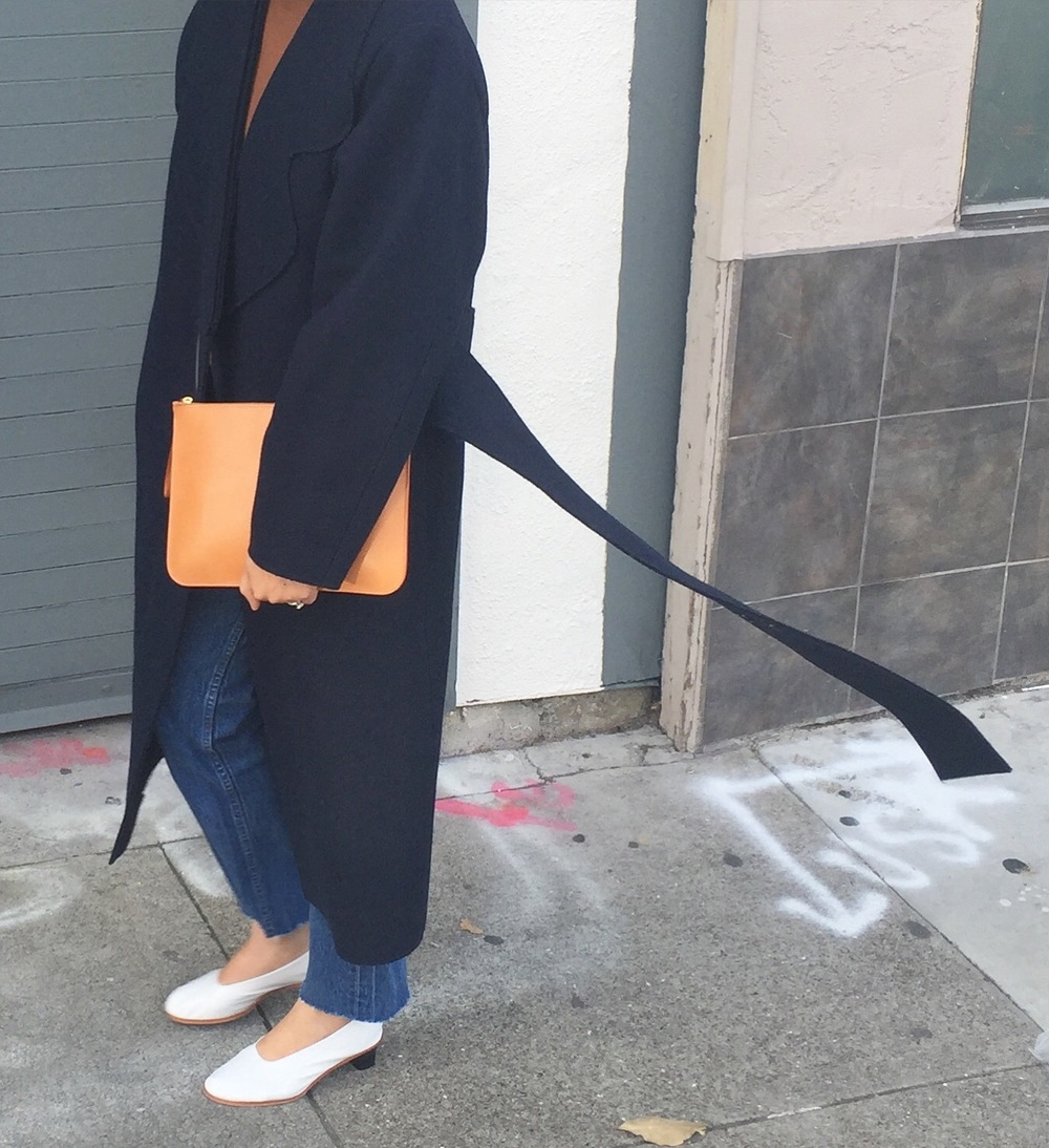jacquemus_coat_caught_in_wind