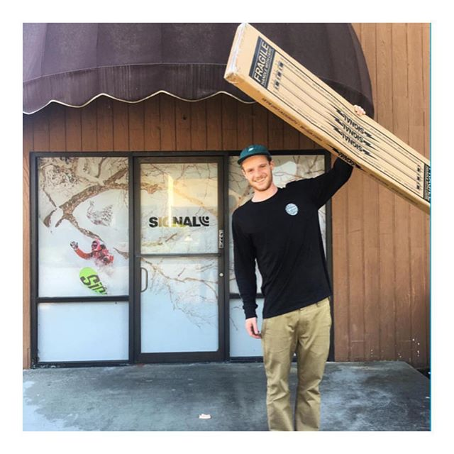 Happy birthday to this guy @russellin who picked up his new deck from @signalsnowboard #fixbindingco