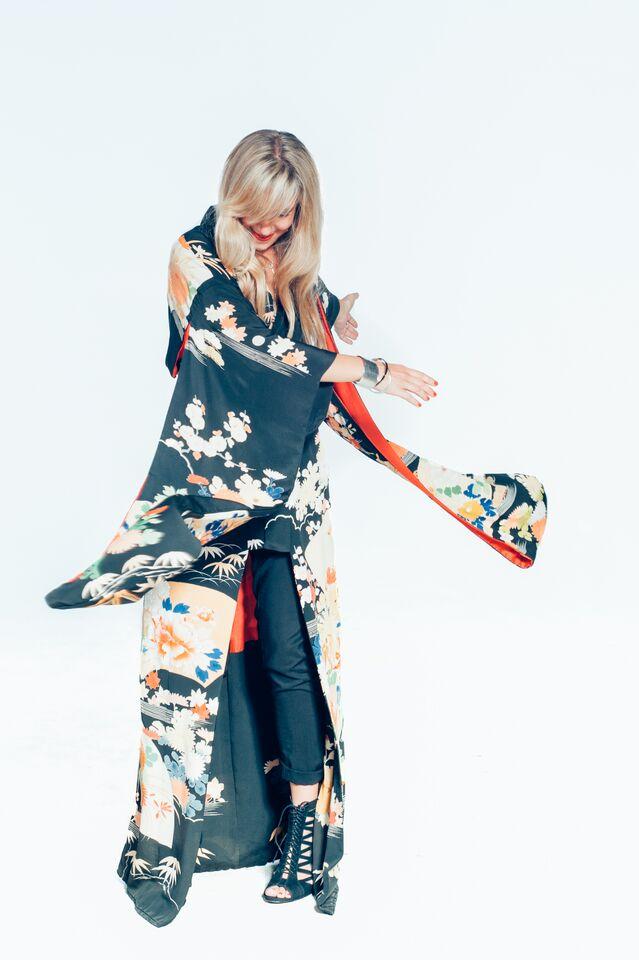 Image 4. Laura Kimono.jpg