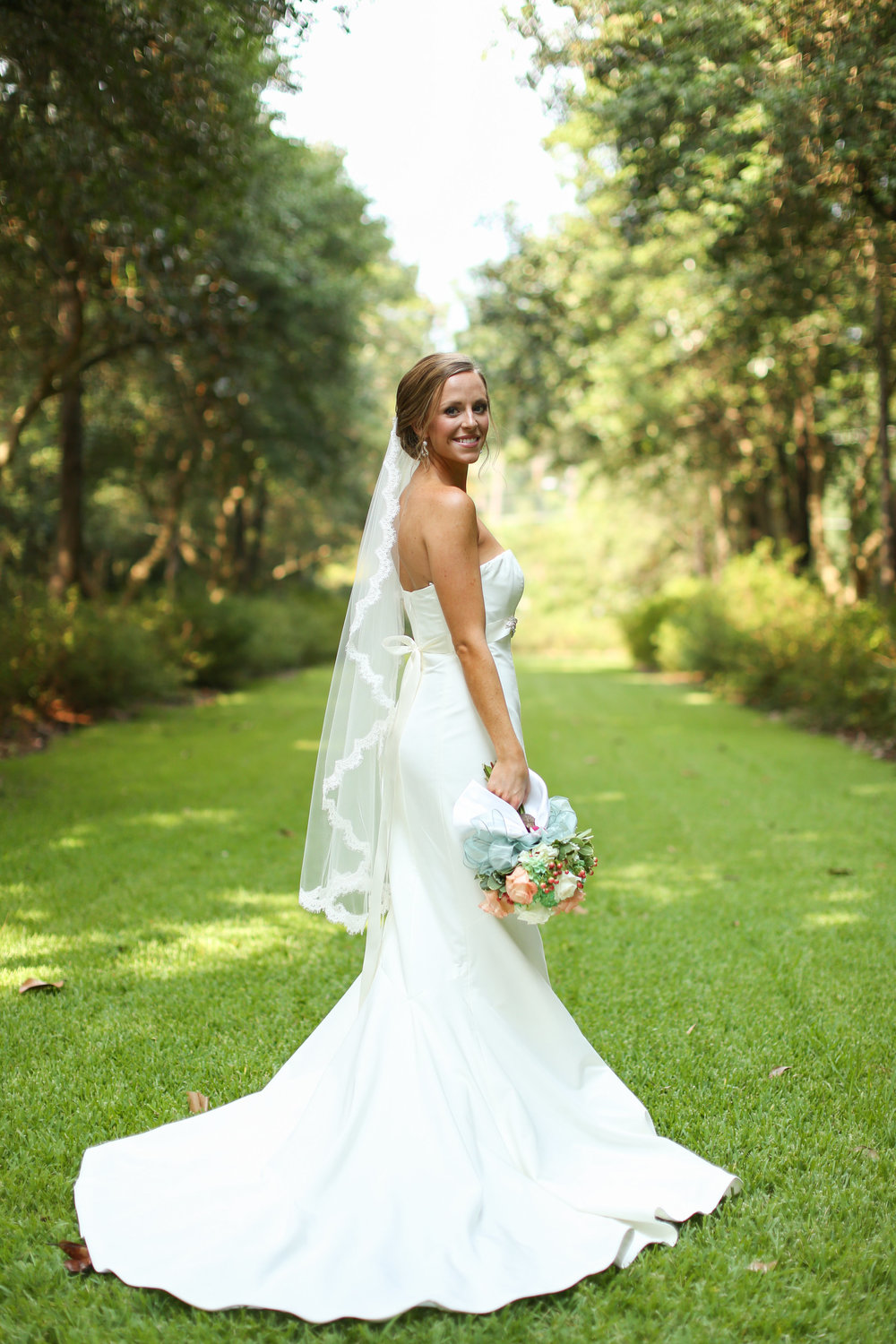 finnegan-photography-ivory-and-beau-bridal-boutique-nicole-miller-dakota-jaclyn-jordan-anne-veil-savannah-bridal-boutique-savannah-wedding-dresses-savannah-weddings-statesboro-wedding-barn-wedding-savannah-bridal-georgia-bridal-boutique-10.jpg