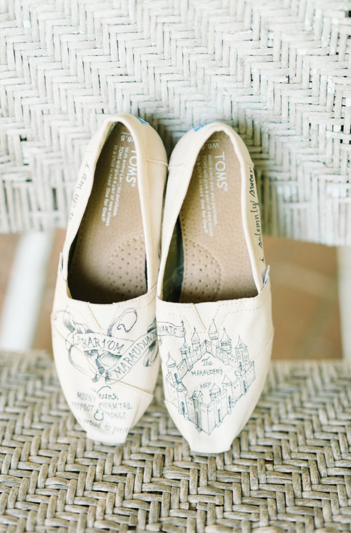 Total Harry Potter lovers, Rachel & Jonny, had a laid back casual wedding at  Pineola Farms . Rachel ordered custom Harry Potter Tom's off Etsy, which if you know Rachel totally makes sense because she would probably never be caught in stilettos.