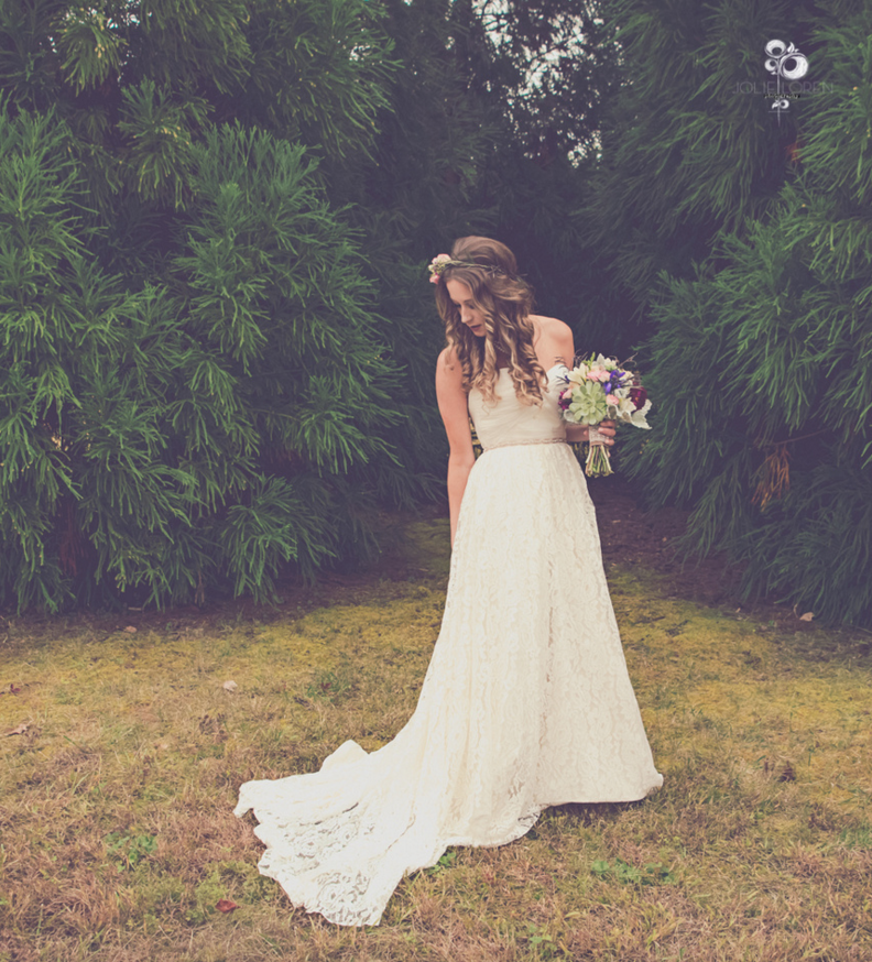 jolie-loren-photography-savannah-wedding-dresses-savannah-bridal-boutique-june-blush-by-hayley-paige-savannah-brides-ivory-and-beau-bridal-boutique-indie-bride-indie-wedding-savannah-outdoor-wedding-9.png