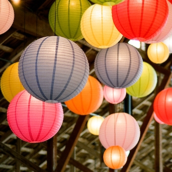 paper-lanterns-luna-bazaar-marnie-girls-hbo-tv-show-wedding-inspiration-savannah-wedding-planner-savannah-event-designer-bohemian-wedding-inspiration.jpg