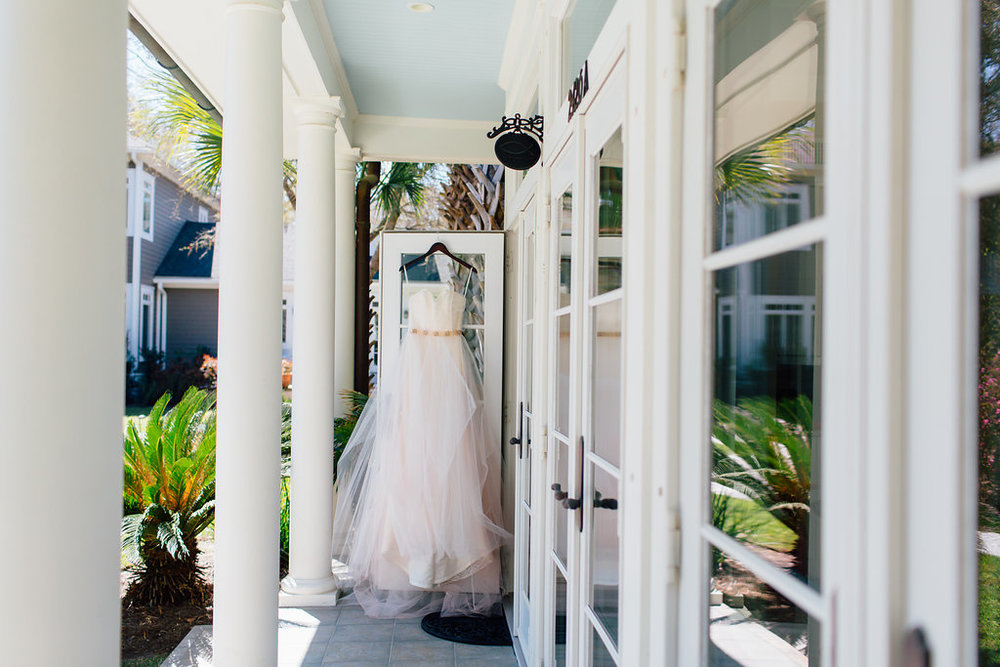 hannah-lane-photography-southern-weddings-blog-charleson-wedding-charleston-styled-shoot-ivory-and-beau-bridal-boutique-blush-by-hayley-paige-candi-blush-tulle-wedding-dress-savannah-bridal-boutique-savannah-wedding-dresses-rosegold-sash-2.jpg
