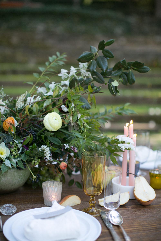 LaurenBalingitAmyOsabaatlantawedding-ivory-and-beau-savannah-wedding-florist-savannah-wedding-flowers-centerpiece-natural-greenery.jpg