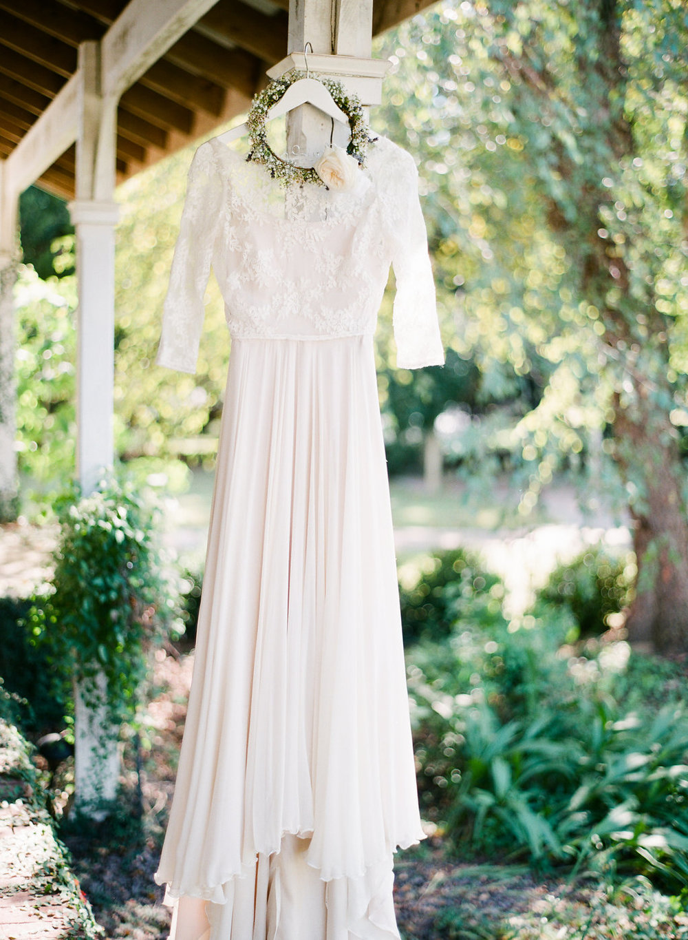 rach-loves-troy-photography-atlanta-wedding-pineola-farms-wedding-cat-wedding-rebecca-shoneveld-vivian-sage-ivory-and-beau-bridal-boutique-savannah-wedding-dresses-savannah-bridal-boutique-savannah-bridal-gowns-savannah-florist-georgia-bridal-4.jpg