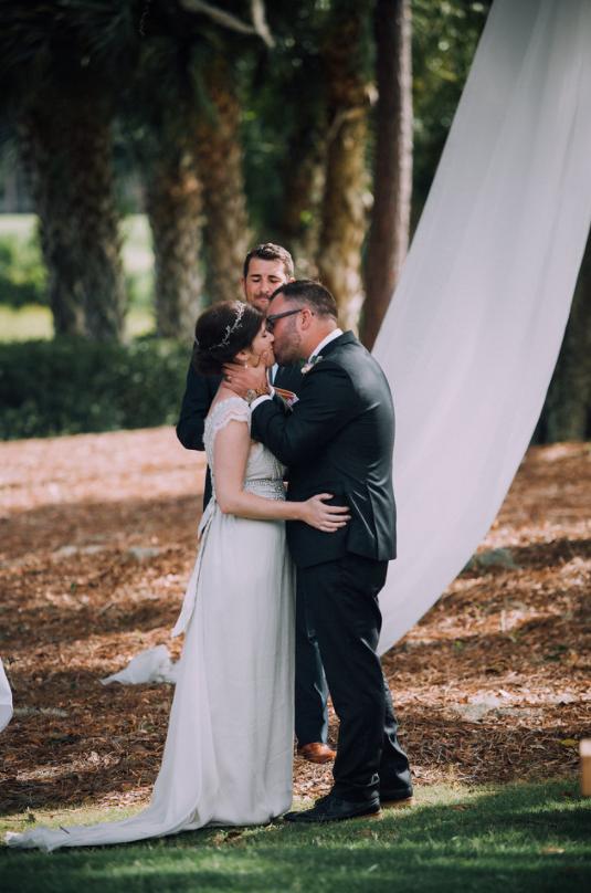 kindred-co-photography-beaufort-wedding-hilton-head-wedding-coco-anna-campbell-grey-wedding-dress-coco-bone-ivory-and-beau-bridal-boutique-savannah-wedding-dresses-savannah-bridal-boutique-savannah-weddings-savannah-wedding-planner-17.png