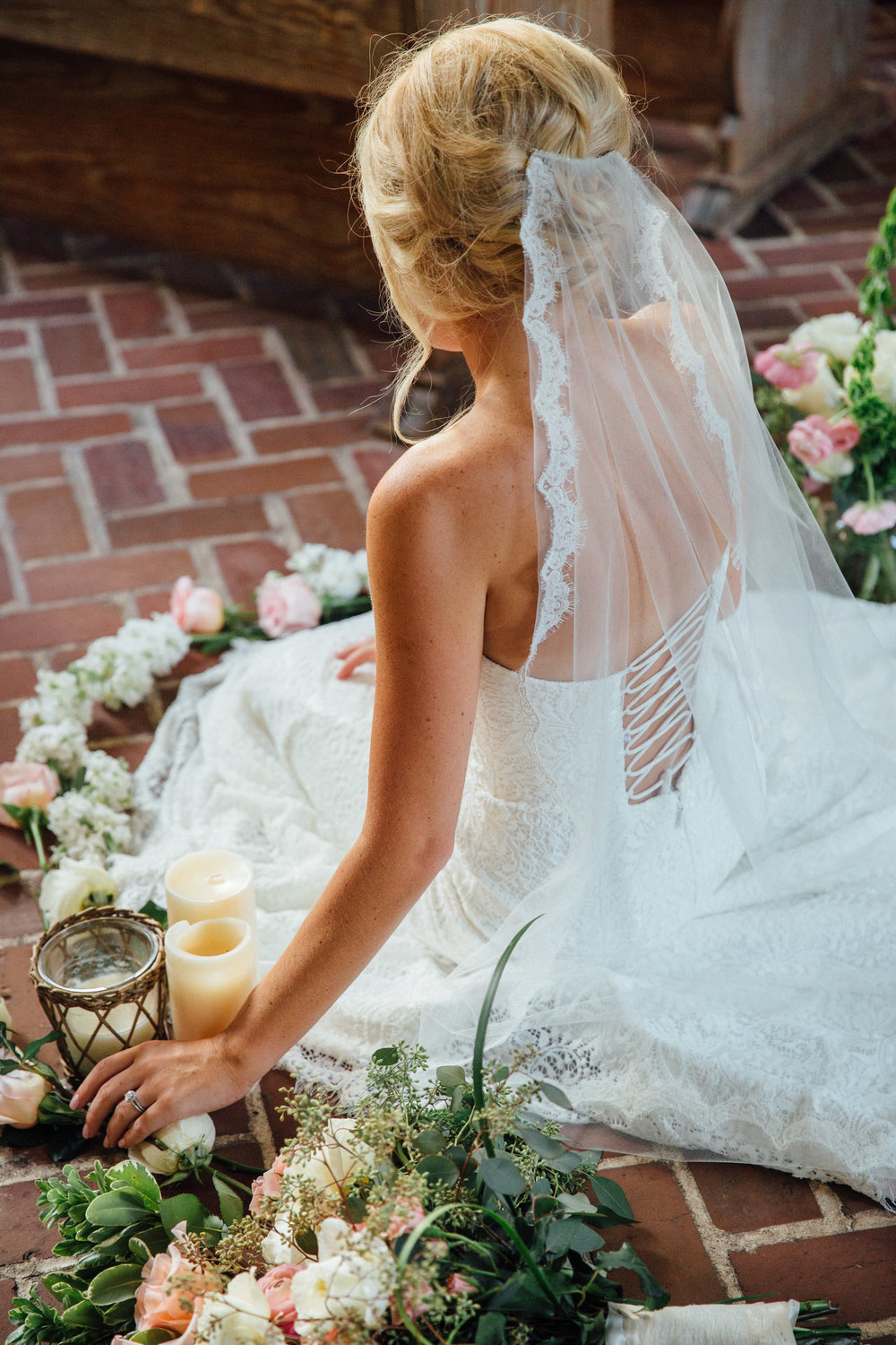 anna-benton-photography-savannah-bridal-boutique-ivory-and-beau-bridal-boutique-ti-adora-7552-lace-wedding-dress-jaclyn-jordan-anne-veil-southern-wedding-savannah-wedding-coastal-wedidng-savannah-wedding-planner-savannah-florist-savannah-weddings-9.jpg