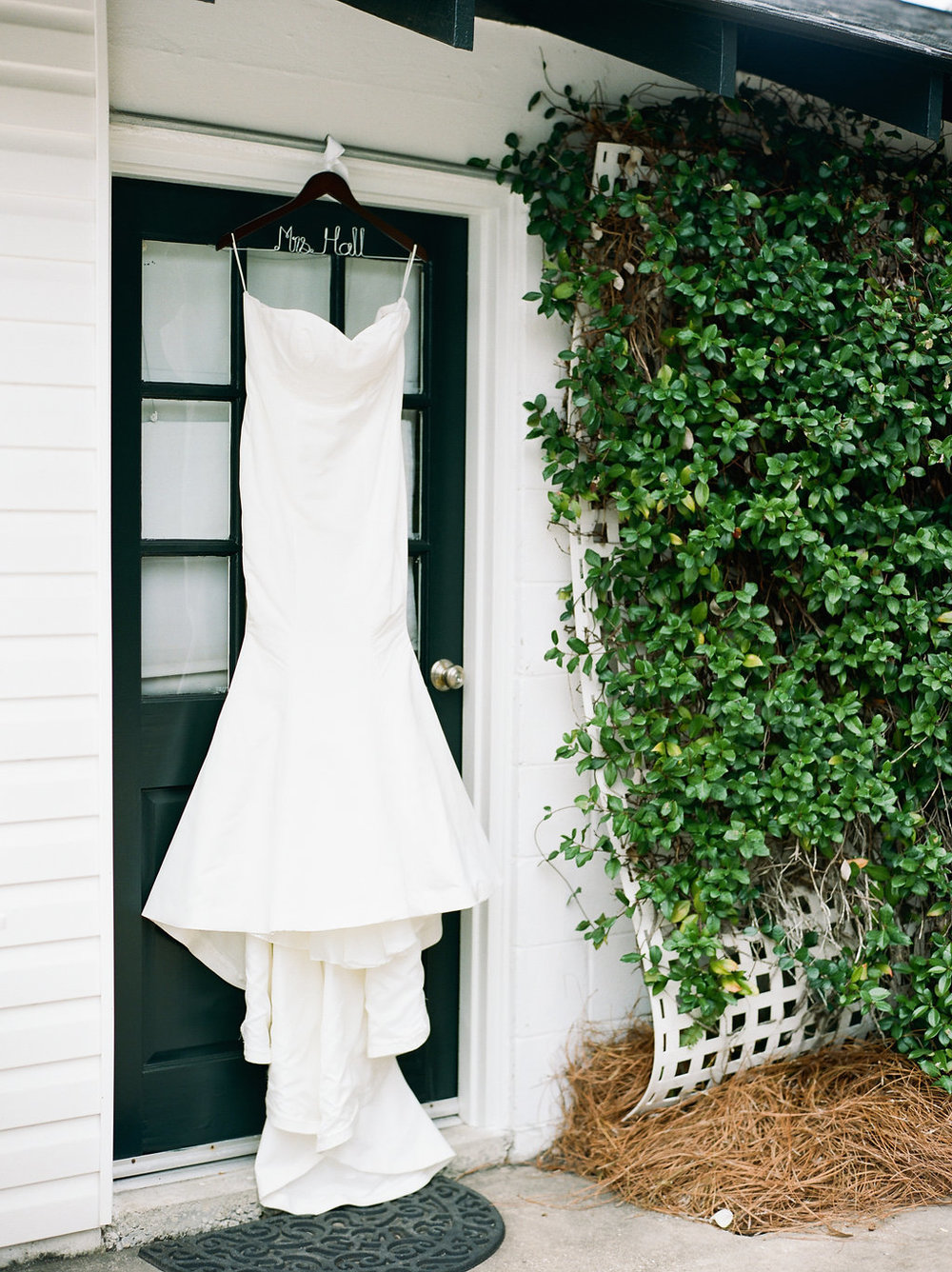 mps-photographie-nicole-miller-dakota-savannah-bridal-boutique-ivory-and-beau-bridal-boutique-savannah-weddings-savannah-bride-southern-bride-savannah-weddings-adele-amelia-veil-1.jpg
