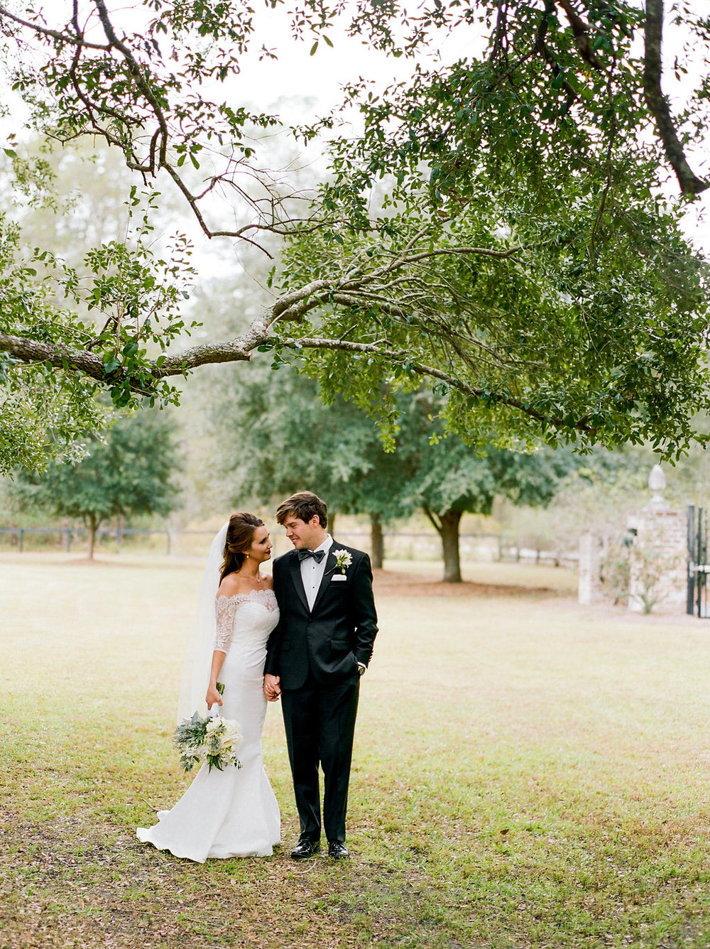 mps-photographie-nicole-miller-dakota-savannah-bridal-boutique-ivory-and-beau-bridal-boutique-savannah-weddings-savannah-bride-southern-bride-savannah-weddings-adele-amelia-veil-12.jpg