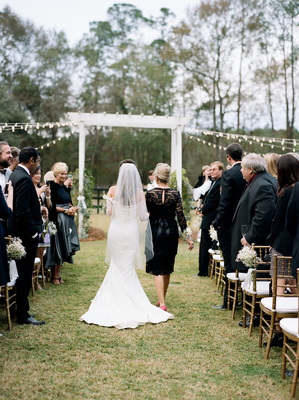 mps-photographie-nicole-miller-dakota-savannah-bridal-boutique-ivory-and-beau-bridal-boutique-savannah-weddings-savannah-bride-southern-bride-savannah-weddings-adele-amelia-veil-24.jpg