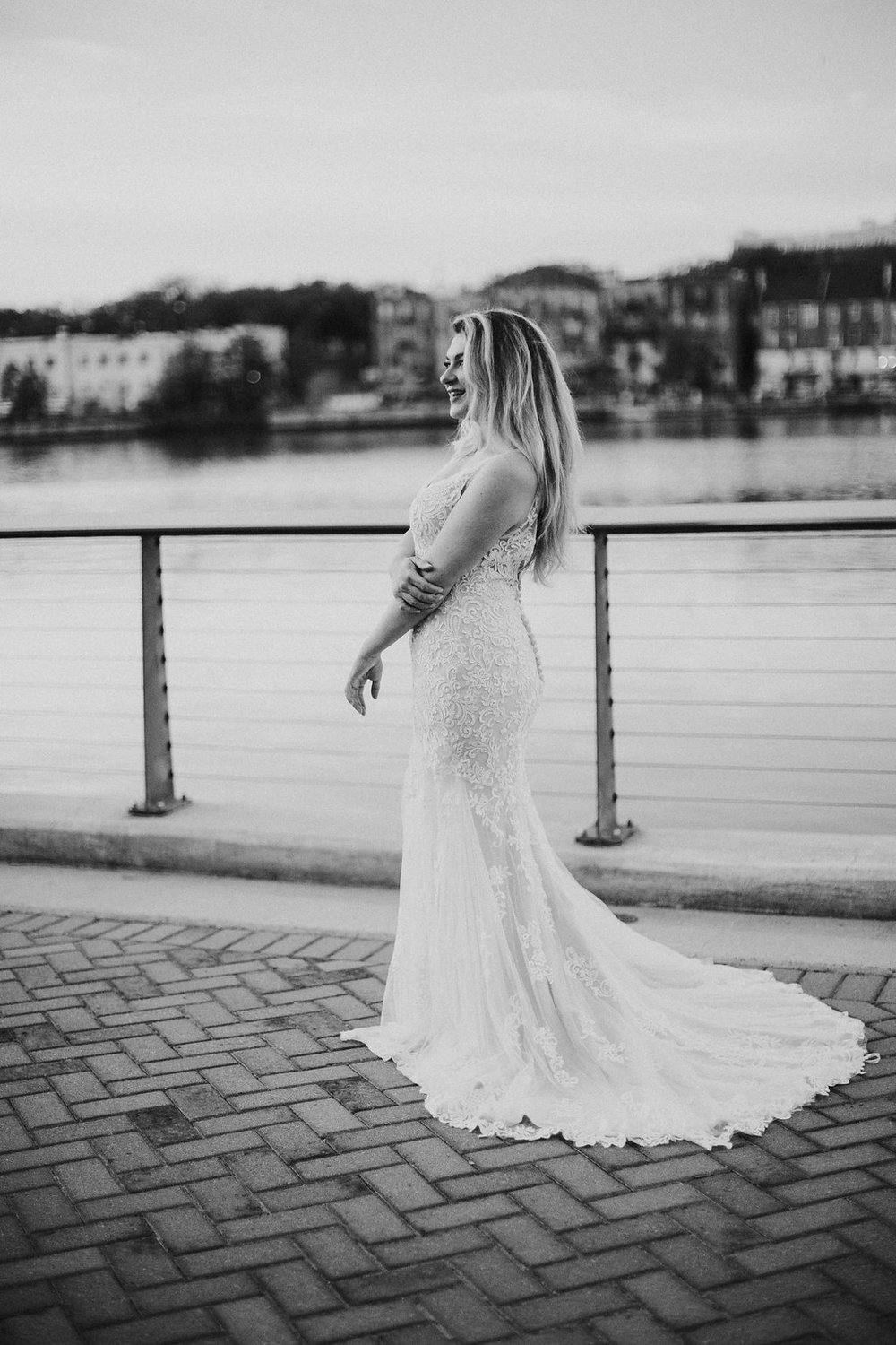 danielle-george-photography-tara-rebecca-ingram-maggie-sottero-ivory-and-beau-bridal-boutique-savannah-river-savannah-wedding-river-wedding-southern-wedding-southern-bride-adele-amelia-veil-9.JPG