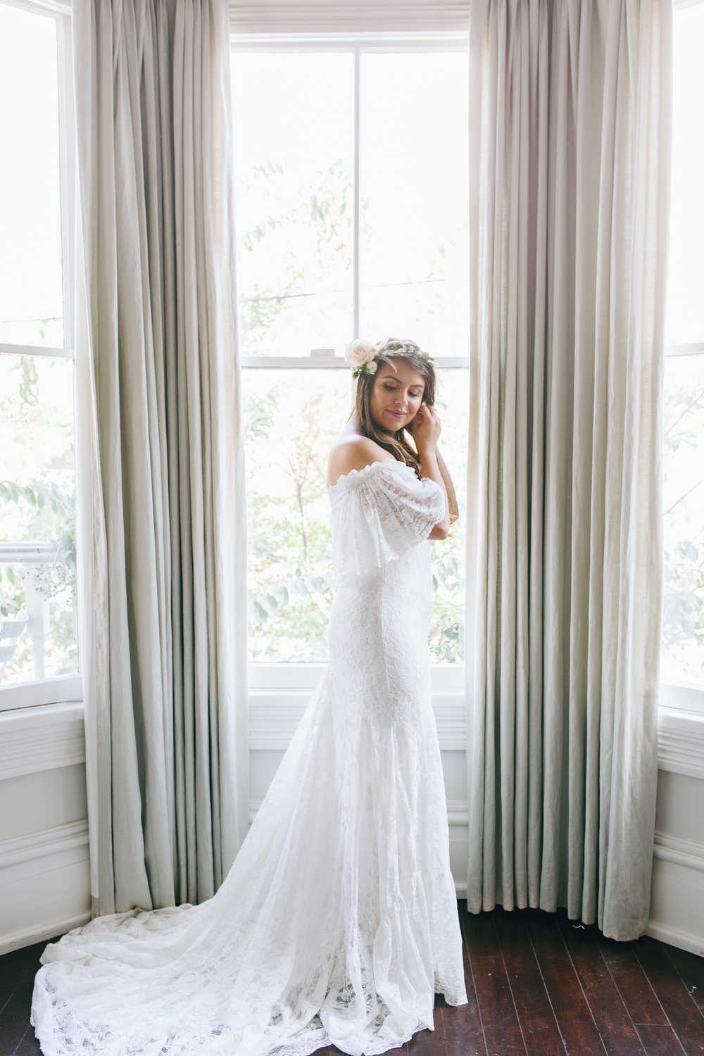 darling-juliet-photography-ivory-and-beau-bridal-boutique-savannah-wedding-dresses-savannah-bridal-gowns-daughters-of-simone-winnie-savannah-florist-boho-wedding-savannah-boho-wedding-roundhouse-railroad-musuem-wedding-8.jpg