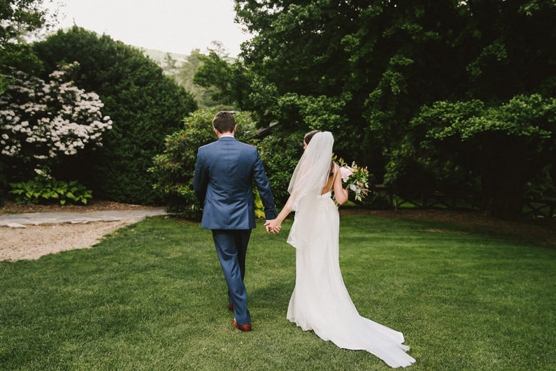 high-hampton-inn-wedding-w-and-e-photographie-mountain-wedding-tiadora-wedding-dress-savannah-bridal-boutique-savannah-weddings-ivory-and-beau-bridal-boutique-outdoor-wedding-10.png