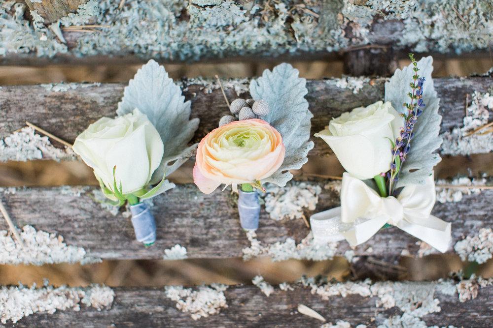 wedding-planning-wedding-florist-ivory-and-beau-savannah-botanical-gardens-boutonniere (5 of 400).jpg