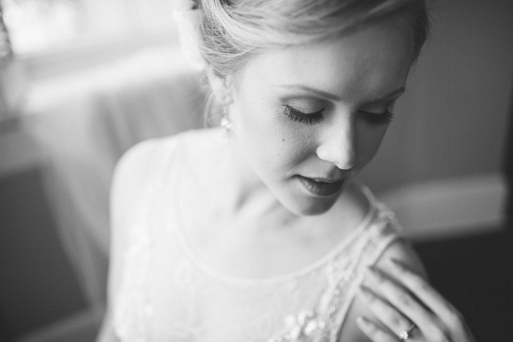 allison-blake-ivory-and-beau-bridal-boutique-savannah-wedding-planner-savannah-florist-jenna-davis-photography-cha-bella-wedding-warren-square-wedding-savannah-square-wedding-savannah-bridal-savannah-weddings-gettin-ready-10.jpg