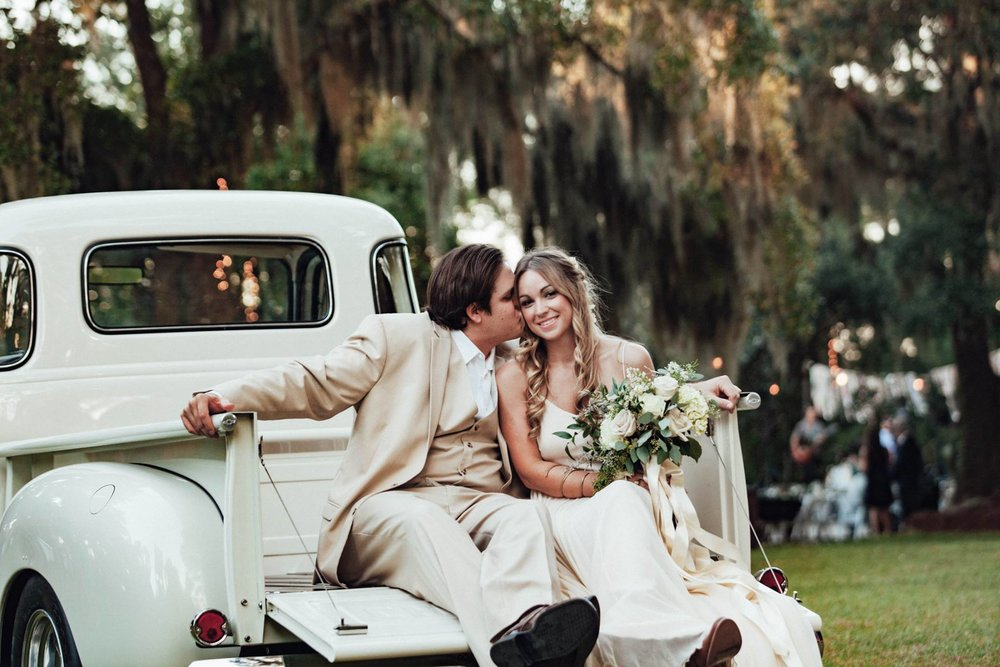 LINDY'S OLD SOUTH ON-THE-FARM COUNTRY WEDDING