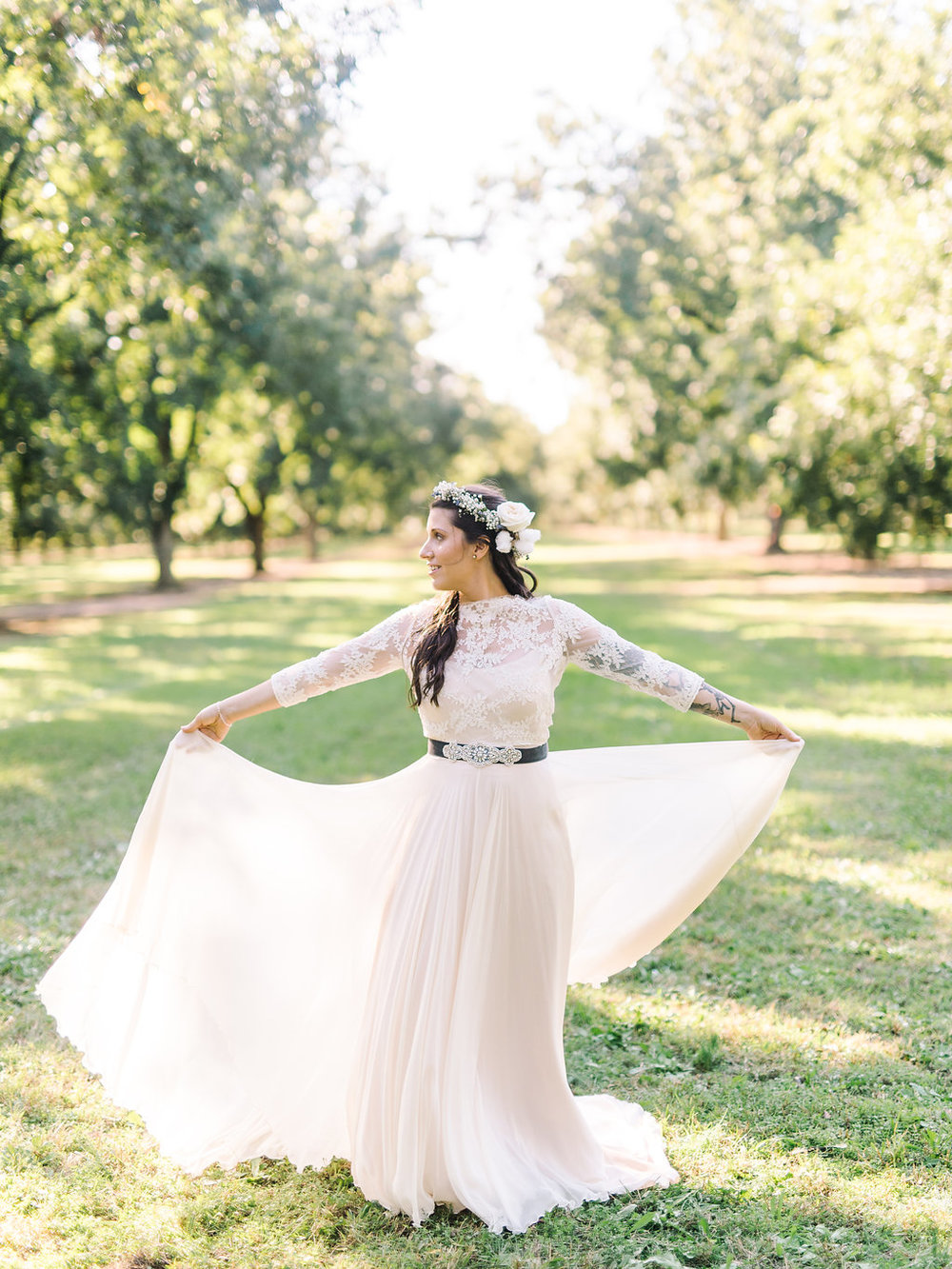 Rachel  wanted something bohemian, whimsical and with sleeves and I love love love the ethereal look she rocked on her wedding day / photo:  Rach Love Troys