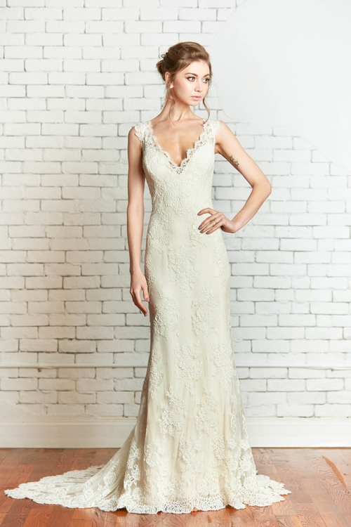 The Rosaline gown by Rebecca Schoneveld is a slinky lace gown that is gorgeous on all sizes of women. We have girls as small and tiny as a 0 from girls with amazing curves and a size 18 rock this gorgeous gown.