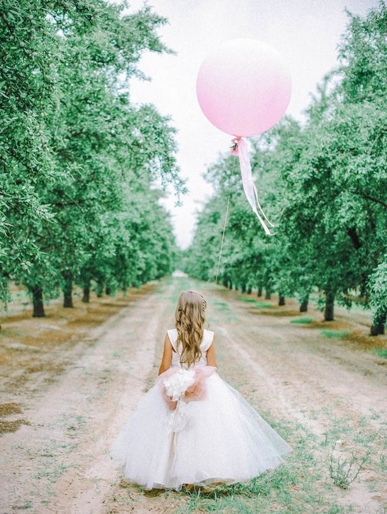 Photography:   Mariel Hannah Photo  via  Bridal Musings  // Dress:  Amalee Accessories