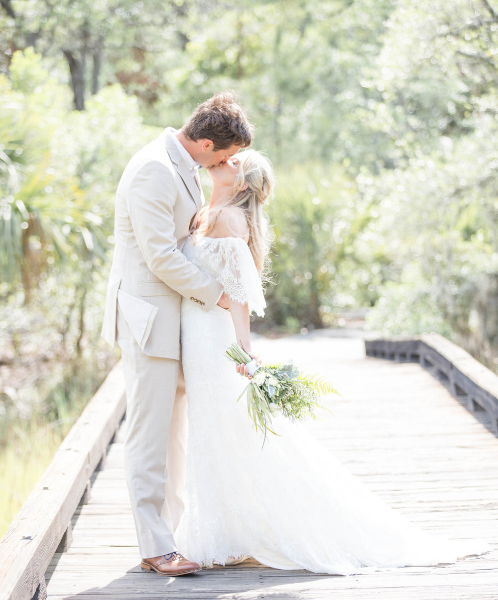 LINDSEY'S RUSTIC RIVERSIDE WEDDING