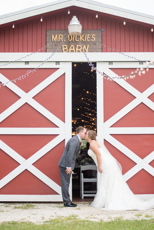 SYDNIE'S BEAUTIFUL BARN WEDDING