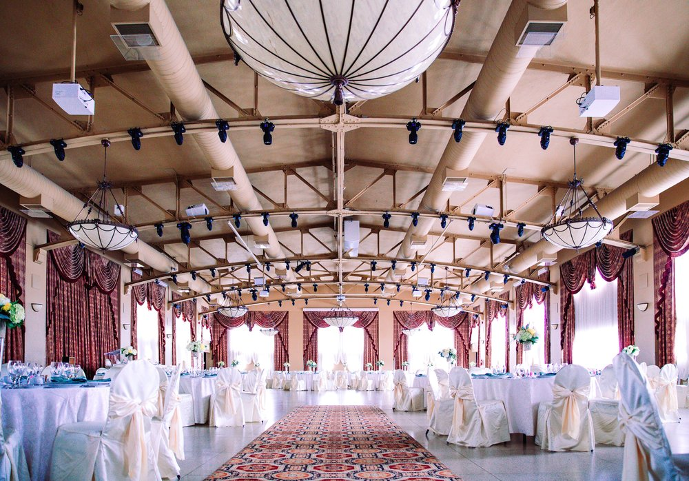 Source: https://burst.shopify.com/photos/elegant-wedding-hall
