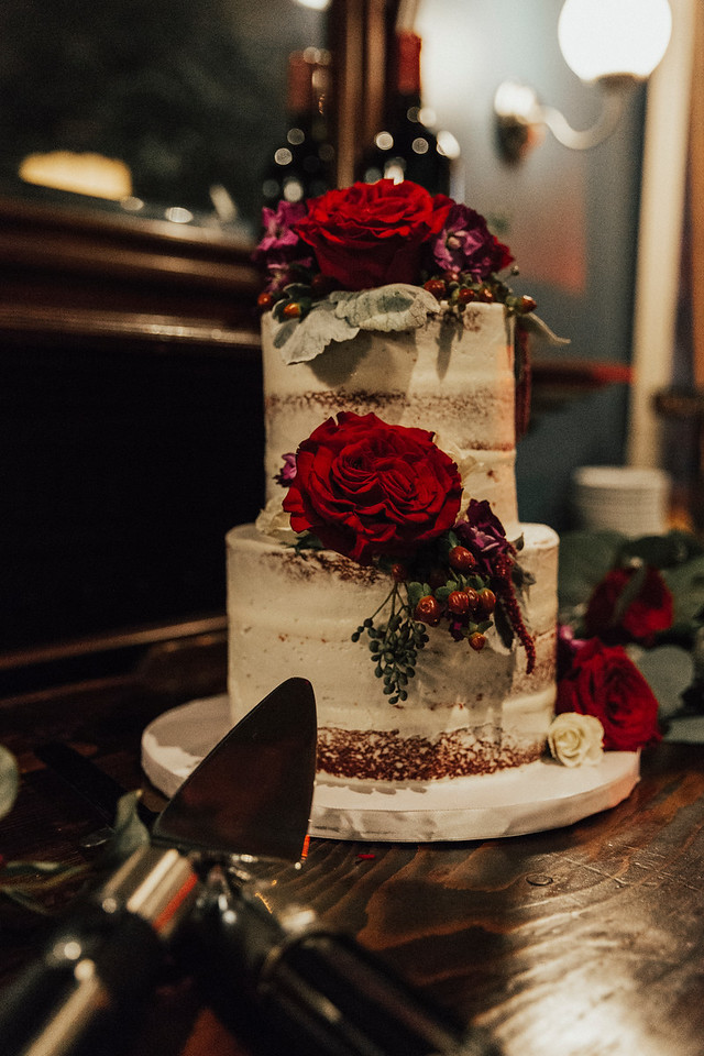 ivoryandbeau-wedding-cake-wedding-pictures-cutting-cake-flower-cake-cake-with-roses-savannah-bride-savannah-wedding.jpg