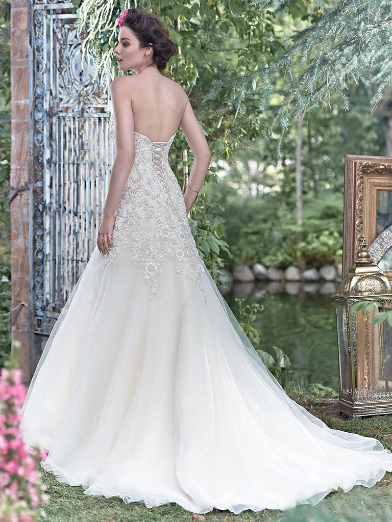 ivory-and-beau-bridal-boutique-zodiac-wedding-style-savannah-wedding-gowns-savannah-wedding-dresses-earnest-loans-4.jpg