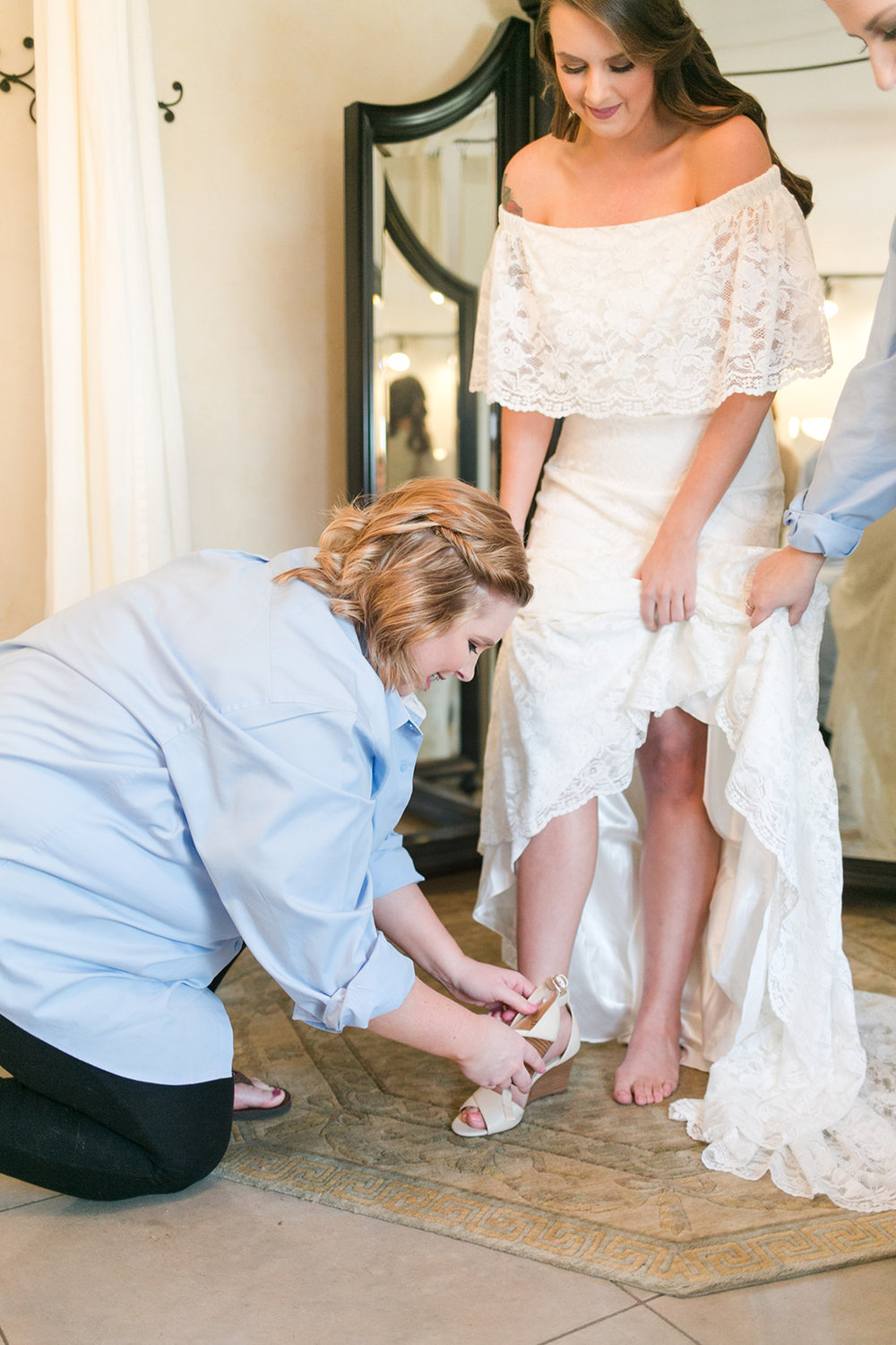 ivory-and-beau-bridal-boutique-i-and-b-bride-hillary-sidney-middlebrooks-photography-winnie-daughters-of-simone-the-venue-at-tryphena's-garden-5.jpg
